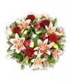1 Corona, 5 Rosas, 7 Varas de Liliums/ 2 Flores por Tallo, Alstroemerias o Maules, Follaje