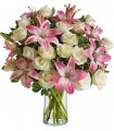 Florero de Vidrio, 18 Rosas, 8 Varas de Liliums / 2 Flores por Tallo