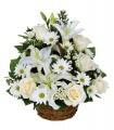1 Canasta Fúnebre, 6 Rosas Blancas, 4 Liliums Blancos, Claveles o Maules Blancos, Follaje