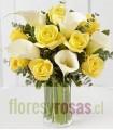 Florero de Vidrio, 8 Rosas, 5 Calas Blancas