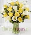 Florero de Vidrio, 12 Rosas, 9 Calas Blancas