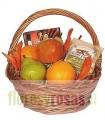 1 Canasta, 2 Peras, 3 Manzanas, 2 Naranjas, 1 Lata de Maníes, Caja de Galletas - Envuelta en celofán y atada con lazo